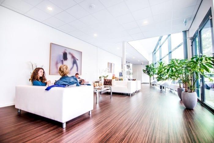 Wachtkamer kliniek Leiden